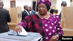 Incumbent Malawian President Joyce Banda votes in her home district of Malemia on May 20, 2014.