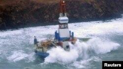 3일 알래스카 인근 섬에서 좌초된 원유 시추선 쿨룩.
