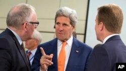 جان کری، وزیر امور خارجه ایالات متحده آمریکا (وسط)