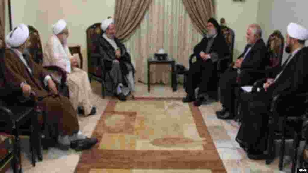 گروهی از روحانیون حوزه علمیه قم با حسن نصر الله دیدار کردند.