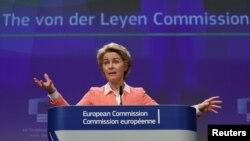 우르줄라 폰데어라이엔 차기 유럽연합(EU) 집행위원장이 10일 벨기에 브뤼셀 EU 본부에서 차기 집행위원단 27명 명단을 공개하고 EU 집행위원회 산하에 방위·우주 분과를 신설한다고 발표했다.