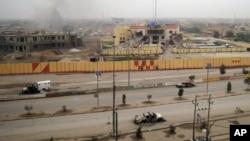 Prazen ulice, spaljena vozila i oštećene zgrade u gradu svega 60-tak kilometara zapadno od Bagdada
