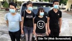 Nhóm 4 người bị lực lượng chức năng Quảng Ninh bắt giữ sau khi bơi qua sông từ Trung Quốc vào Việt Nam tại khu vực biên giới thành phố Móng Cái hôm 27/6/2020. (Ảnh H.V. chụp từ trang Dân Trí)