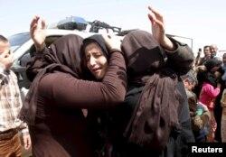 Một số phụ nữ người sắc tội Yazidi được Nhà nước Hồi giáo phóng thích hồi tháng 4/2015. IS hiện vẫn còn giam giữ 1 ngàn 500 phụ nữ và trẻ em thuộc công đồng thiểu số Yazidi