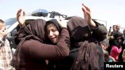 ژنان و کچانی ئێزدی ڕزگاربوو لە دەستی داعش، نزیک کەرکووک، ٨ی ئاپریلی ٢٠١٥