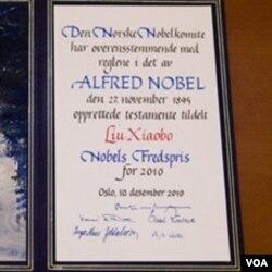 Sertifikat Nobel Perdamaian bagi Liu Xiaobo yang diserahkan di Oslo, Jumat malam.