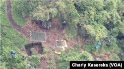 Des militaires après des échanges de tirs entre l'armée congolaise et celle du Rwanda dans le parc de Virunga, dans le Nord-Kivu, le 16 février 2018. (VOA/Charly Kasereka)