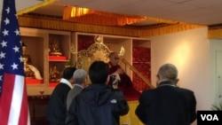 Dalai Lama Addresses Tibetans in Bay Area