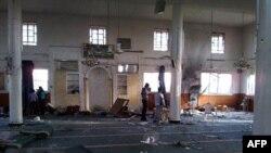 Hình ảnh chụp bằng điện thoại di động cho thấy một đền thờ Hồi giáo bị hư hại sau một vụ pháo kích của quân đội Syria vào thành phố miền nam Daraa, Syria, ngày 11/5/2011