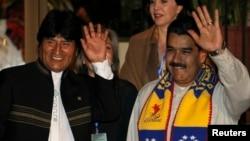 玻利维亚总统埃沃·莫拉雷斯 (左)