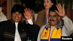 Президент Болівії Ево Моралес і його венесуелький колега Ніколас Мадуро у Чочабамбі 4 липня 2013