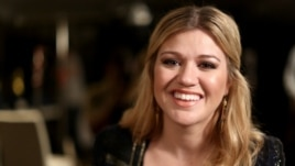 Kelly Clarkson poses for a portrait in Los Angeles, Nov. 5, 2012.