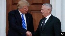 Tổng thống mới đắc cử Donald Trump và Tướng Thủy quân lục chiến hồi hưu James Mattis.