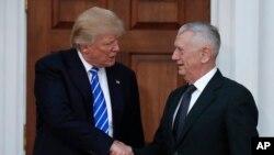 ژنرال متیس در کنار دونالد ترامپ، رئیس جمهوری منتخب