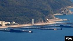 在互聯網上流傳的照片顯示中國在南中國海的一個海軍基地