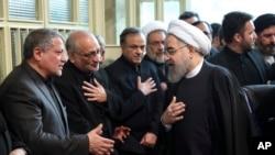 Pirezdaantiin Iraan, Hassan Rouhani maatii Prezidaantii Iraan duraanii – Akbaar Hashemii Raafsaanjaanii yeroo jajjabeessan, Amajjii 9. 2017