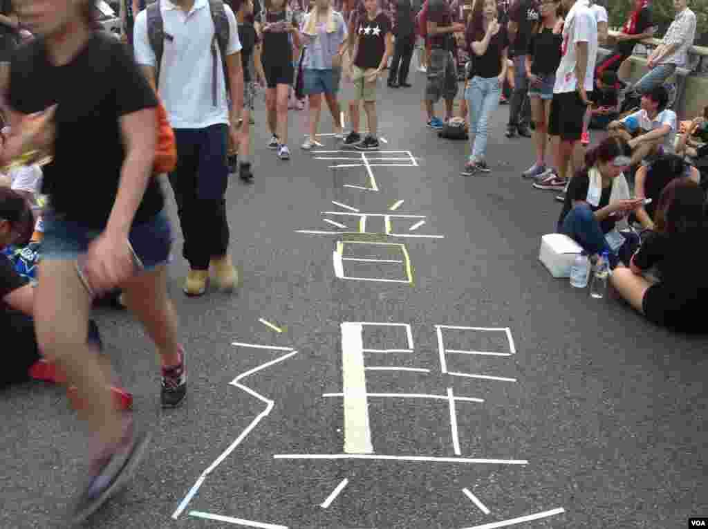 数万香港人连续两天示威声援占中 (美国之音海彦 拍摄)
