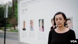 """지난 6일 메릴랜드주 타코마 커뮤니티 센터에서 로라 엘리자베스 폴 작가가 '오랜 이별"""" 사진 전시회를 열었다. 사진 크레딧: Charles Yook"""