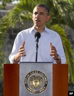 Le président Obama lors d'une conférence de presse conjointe avec son homologue colombien Juan Manuel Santos à Carthagène