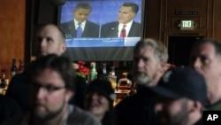 民眾觀看奧巴馬與羅姆尼首場辯論直播