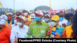 Néhémie Mwilanya (2e G), motambwisi ya FCC ya Joseph Kabila, pene na Emmanuel Ramazani Shadary (C) kalaka motambwisi ya PPRD na botamboli na boulevard Sendwe, na Kinshasa, RDC, 23 juillet 2020. (Facebook/PPRD Esimba)