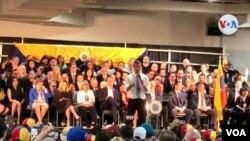 El presidente encargado de Venezuela, Juan Guaidó, asistió en Miami, Florida, a un acto al que asistieron con exiliados venezolanos, en el Centro de Convenciones del aeropuerto internacional de la ciudad, el sábado 1 de febrero de 2020. (Foto Lizandra Díaz, VOA)