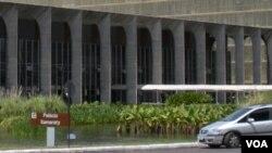 El Palacio de Itamaraty, sede la cancillería brasileña en Brasilia, donde este lunes el gobierno analizará la marcha de la economía.