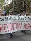 Demonstranti nose transparent tokom demonstracija protiv francuskih ograničenja, uključujući i obavezne zdravstvene propusnice usred pandemije koronavirusa u Toulouseu, Francuska, 11. septembra 2021. godine.