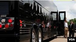 """El """"Bus Force One"""" en el que Obama realiza la gira costó $1,1 millones de dólares y es del Servicio Secreto."""