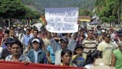 برخورد خشونت بار پليس ضدشورش با تظاهرکنندگان در شهرهای بوليوی