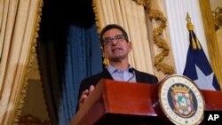 Pedro Pierluisi, juramentado como gobernador de Puerto Rico la semana pasada, habla durante una conferencia de prensa en la mansión del gobierno en San Juan, el martes 6 de agosto de 2019. La Corte Suprema de la isla anuló la juramentación el miércoles 7 de agosto de 2019.