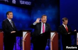 From left, U.S. presidential candidates Senator Ted Cruz, Governor Chris Christie and Representative Rand Paul participate in the 2016 Republican presidential candidates debate held by CNBC in Boulder, Colo., Oct. 28, 2015.