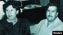 En la imagen se muestra al colombiano Pablo Escobar junto a su esposa Victoria Henao en 1983.
