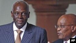 安哥拉总统桑托斯(左)和南非总统祖马(右)2010年在南非。他们所属的政党都曾接受前苏联的支持