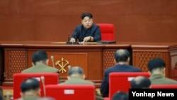 지난해 8월 김정은 북한 국방위원회 제1위원장이 최근 노동당 중앙군사위원회 확대회의를 진행했다고 조선중앙통신이 보도했다. (자료사진)