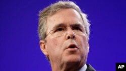 Cựu thống đốc bang Florida Jeb Bush là con trai của cựu Tổng thống George HW Bush và là em trai của cựu Tổng thống George W Bush