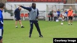 UBenjani Mwaruwari in action recently coaching players in the United Kingdom. (Courtesy Photo: Benjani Mwaruwari)