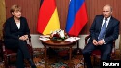 Ангела Меркель и Владимир Путин. Франция, 6 июня 2014.