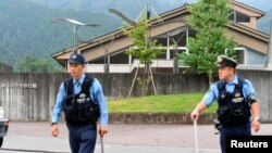 Polisi Jepang mengamankan lokasi serangan di pusat difabel di Sagamihara, Kanagawa, Jepang, Selasa (26/7).