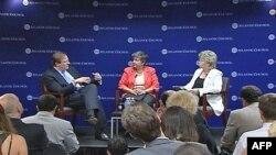 Američka sekretarka za unutrašnju bezbednost, Dženet Napolitano i potpredsednica Evropske komisije, Vivien Reding na panel diskusiji u Atlantskom savetu
