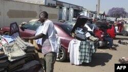 Wachuuzi wauza bidhaa zao mjini Harare, Zimbabwe.
