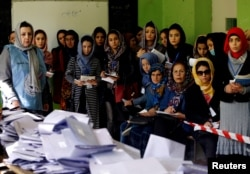 Election observers watch the counting of ballots during parliamentary elections at a polling station in Kabul, Afghanistan October 21, 2018. (REUTERS/Mohammad Ismail)