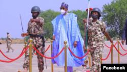 Shugaba Muhammadu Buhari yayin ziyararsa a Borno (Facebook/Bashir Ahmad).