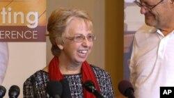 Nancy Writebol, la segunda estadounidense enferma, cree que una droga experimental, el cuidado médico y su fe la salvaron.