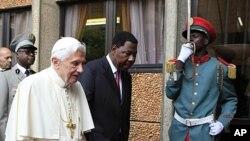 教宗在貝寧訪問。