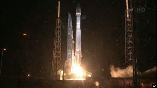 Старт ракеты Атлас 5 с космодрома на мысе Канаверал во Флориде (архивное фото)