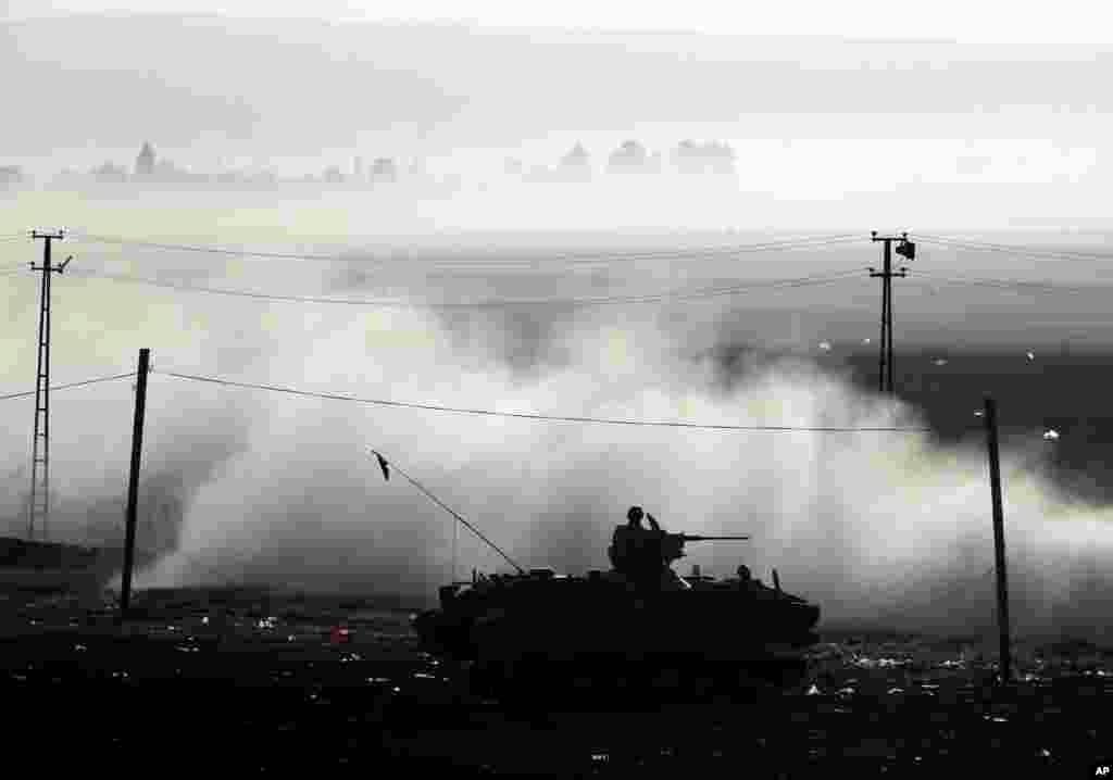 تانک ارتش ترکیه در حال گشت زنی در حومه سوروق – ترکیه، ۱۸ مهر ۱۳۹۳