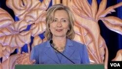 Menlu AS Hillary Rodham Clinton memberikan pidato di Honolulu, Hawaii hari ini, 28 Oktober 2010.