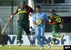بنگلہ دیش کرکٹ ٹیم کے سابق کپتان اکرم خان۔