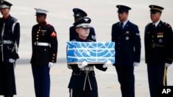 北韓上個月轉交美國軍方的韓戰陣亡美軍人員遺骸遺物。